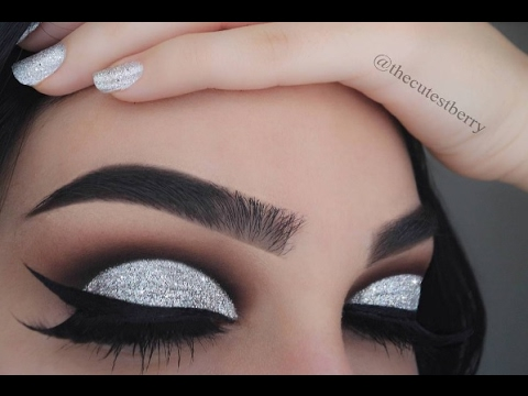 Eye makeup like this can be seen as a little too much.