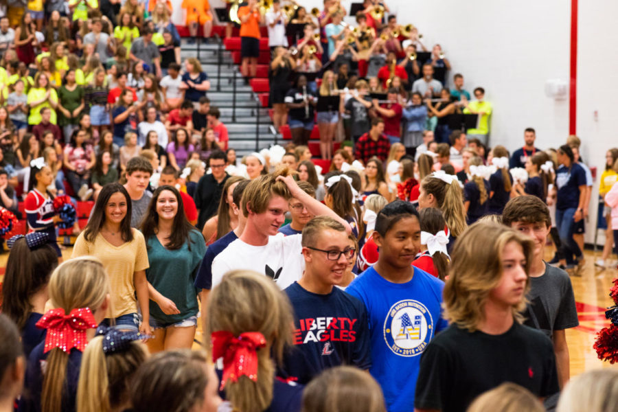 Freshmen+are+excited+to+enter+the+gym+on+the+first+day+of+school.