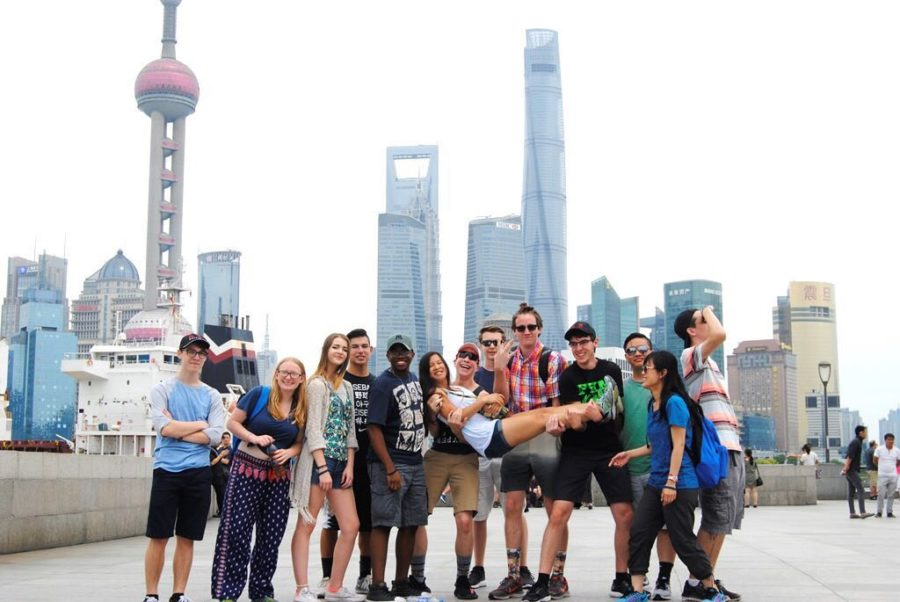 Kaitrin+Francis+%28third+from+left%29+and+her+Mandarin+Chinese+III+class+visited+China+in+July+2017.+