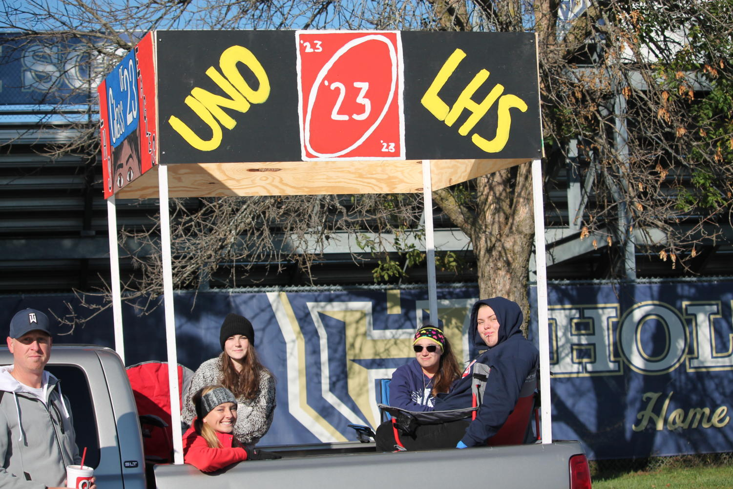 The freshmen pose for a picture at the parade with their float decorated to represent Uno.