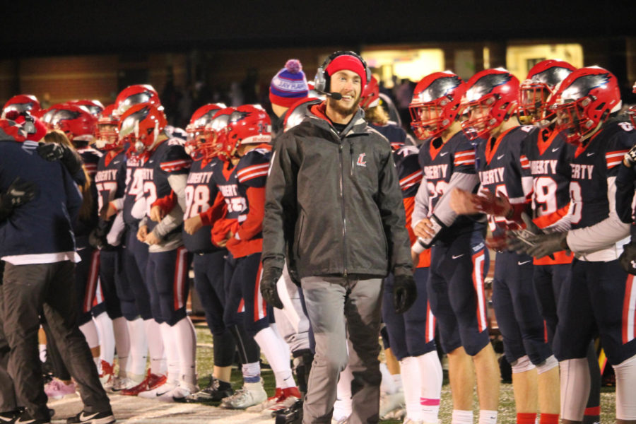 Assistant+coach+Nixon+and+the+football+team+lock+in+before+their+big+playoff+game+against+Kirksville.+The+team+will+look+to+win+its+first+district+championship+Friday+against+Hannibal.