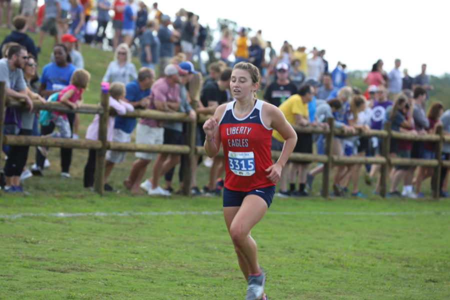 Olivia+Guffey+runs+a+great+race+at+the+state+preview+course.