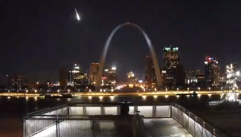 Earth cam captures the moment the meteor streaked across the sky in the St. Louis area.