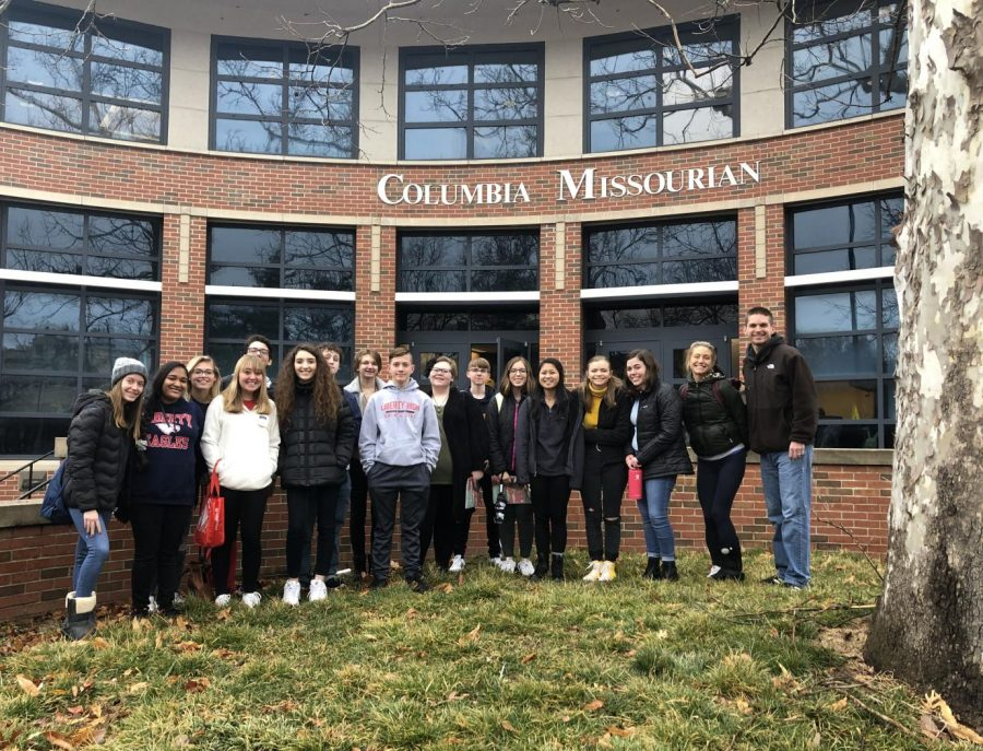 """LHS Publications students stand outside the Columbia Missourian, a daily newspaper that Mizzou journalism students produce. This hands-on philosophy of learn-by-doing is deemed """"the Missouri Method."""""""