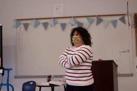 Ms. Gehrke teaches in her 8th hour Theatre Tech 3 class. During the week of Jan. 4-8, she was quarantined, meaning she had to teach from home.
